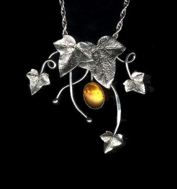 collier Sève, tour de cou avec ambre, chaînes soudées et fermoir arrière