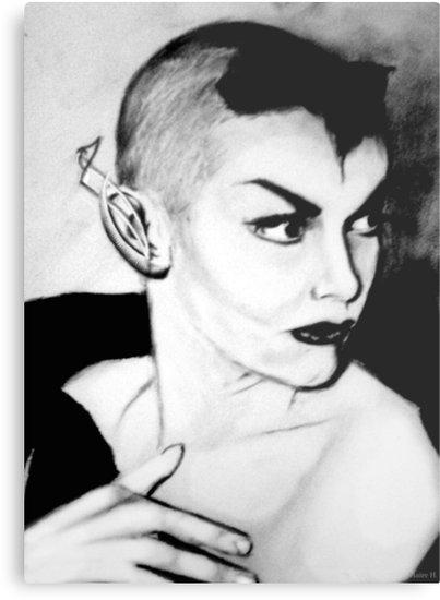Maila Nurmi, alias Vampira avec un tour d'oreille futuriste